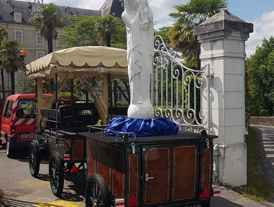La première calèche vient d'arriver à Lourdes !